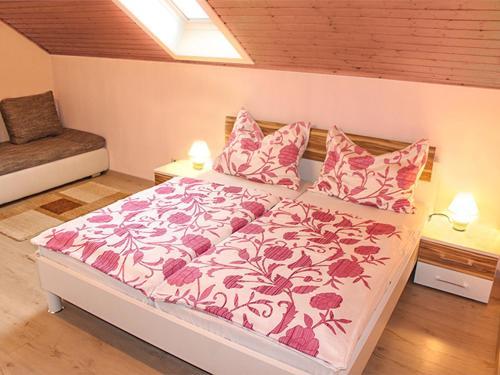 เตียงในห้องที่ Ferienwohnungen Brezjak