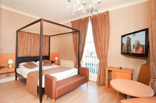Grand St Leger Hotel