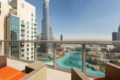 วิวสระว่ายน้ำที่ Ramada Downtown Dubai หรือบริเวณใกล้เคียง