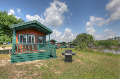 Lake Conroe Queen Studio Cabin 10