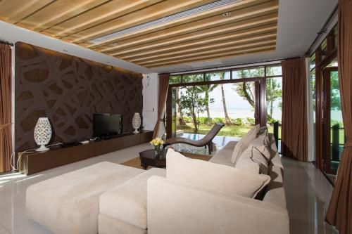 Amatapura Beachfront Villa 10