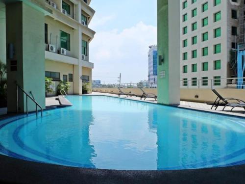 - Mandarin hotel cebu swimming pool ...