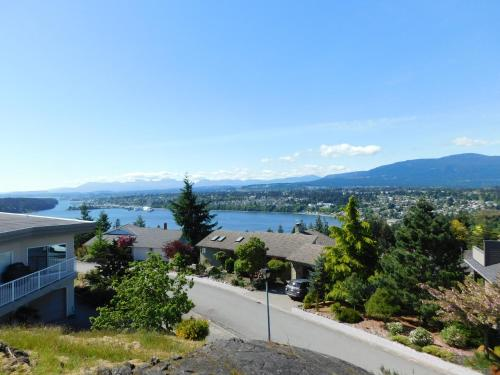 Nanaimo Ocean View Garden Home