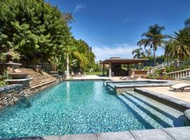 Gated Estate with Pool, Spa, Tennis Court, 15 Minutes from Disneyland, อนาไฮม์