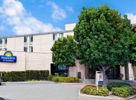 Days Inn & Suites by Wyndham Fullerton, ฟุลเลอร์ตัน