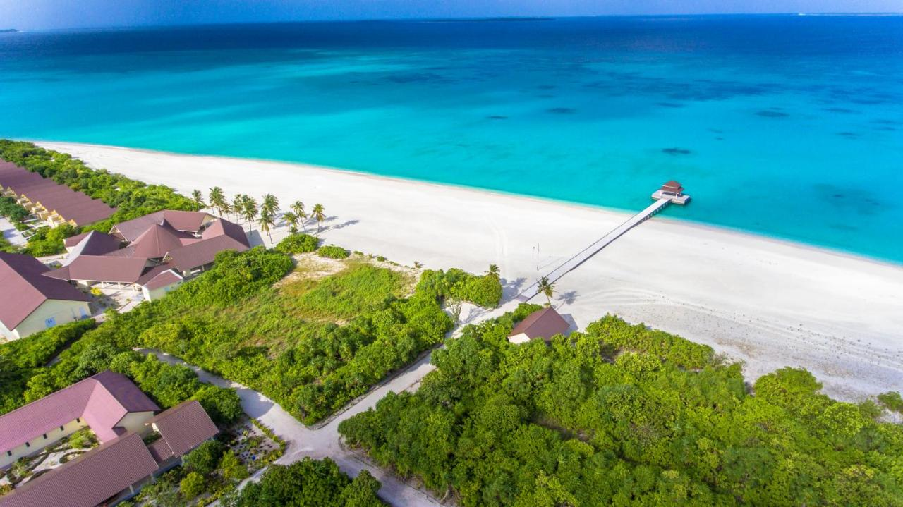 Hondaafushi Island Resort is located in Vaikaradhoo and has a garden and a terrace. Offering a restaurant, the property also has a shared lounge and a bar. The accommodation offers free shuttle service, and currency exchange for guests.