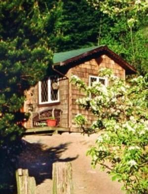 Alderwood Farm Cozy Cottage