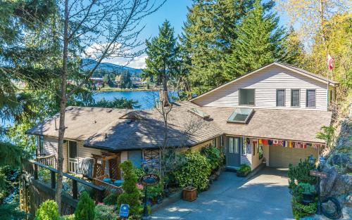 Long Lake Waterfront Bed and Breakfast