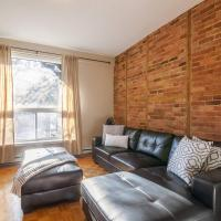 #33 · Spacious & Clean 2BD apartment PARKING INCLUDED!