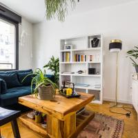 A spacious flat in Buttes Chaumont!