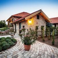 Kokeny es Fia Cottage Houses