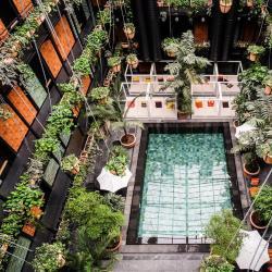 โรงแรมที่มีสระว่ายน้ำ  โรงแรมที่มีสระว่ายน้ำ 3 แห่งในเกฟเกลียา